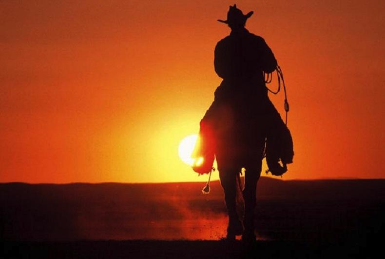 Znalezione obrazy dla zapytania odjezdzający kowboj